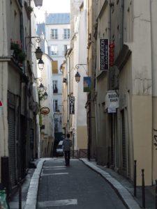800px-Paris_rue_des_vertus
